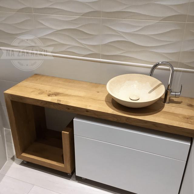 Dřevený stolek do koupelny