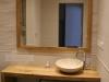 Dubový designový stolek do koupelny