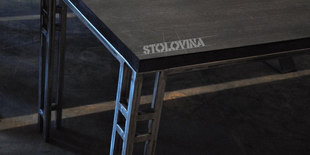 Moderní jídelní – pracovní dubový stůl