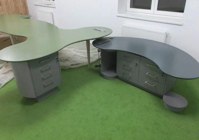 Moderní kancelářský stůl