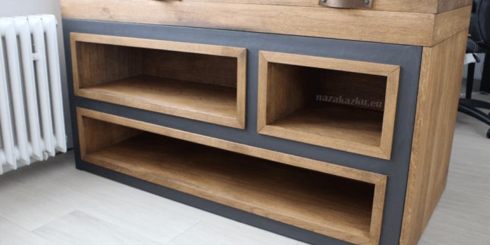 Dubová knihovna – pracovní stůl